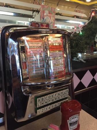 Bayside, Νέα Υόρκη: Juke Box at each table