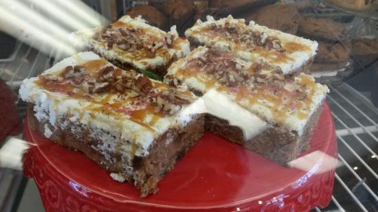 Grand Forks, Kanada: Caramel carrot cake in the bakery case!