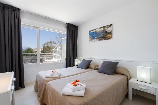 Duvabitat Apartments: Two bedroom Standard apt Bedroom