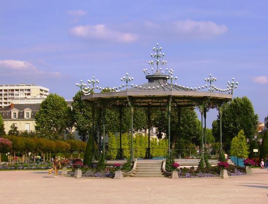 Le kiosque de la place du mail - Photo de Jardin du Mail, Angers ...