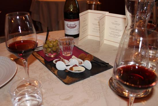 Chateauneuf-du-Pape, Francia: Teaser by the chef to start the meal!