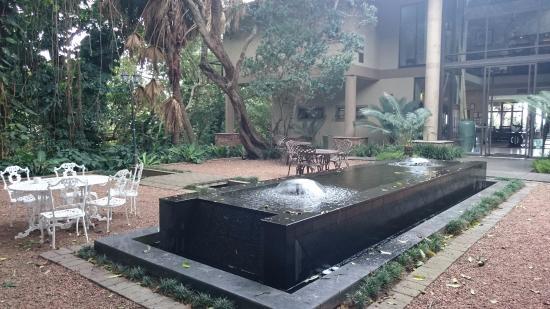 Coco De Mer: Courtyard