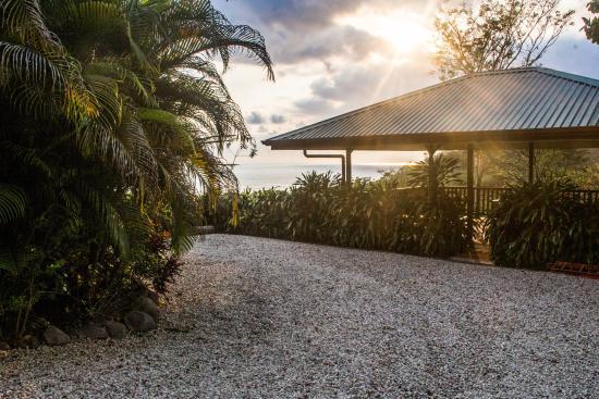 Vista Naranja Ocean View House: Sunset & Yoga Deck