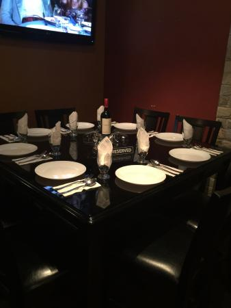 Abbotsford, Kanada: DINNER TABLE FOR 8 TO GIVE YOU HOME FEELING