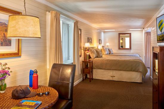 Napa Valley Railway Inn : Grand Railcar with two Queen Beds