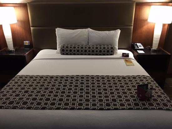 Foster City, CA: King Bed