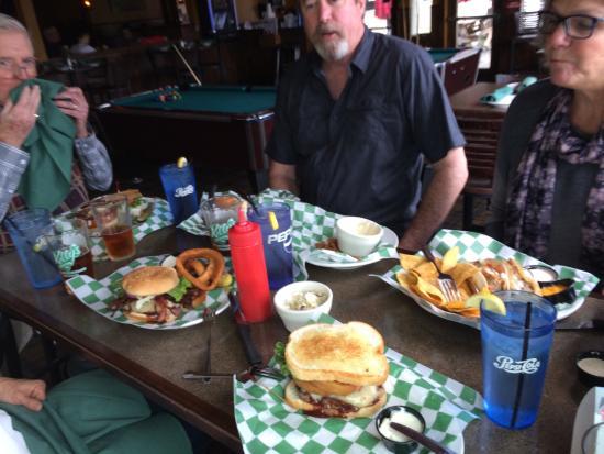 Kelly's Tavern: photo0.jpg