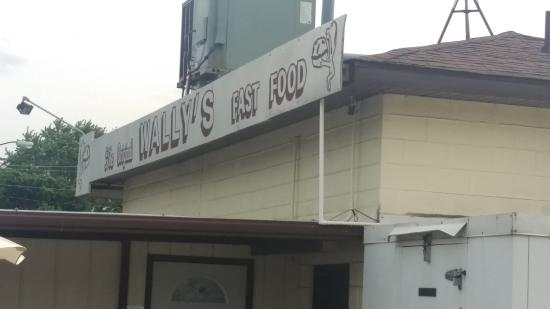 Breese, IL: The Wally's sign in the back