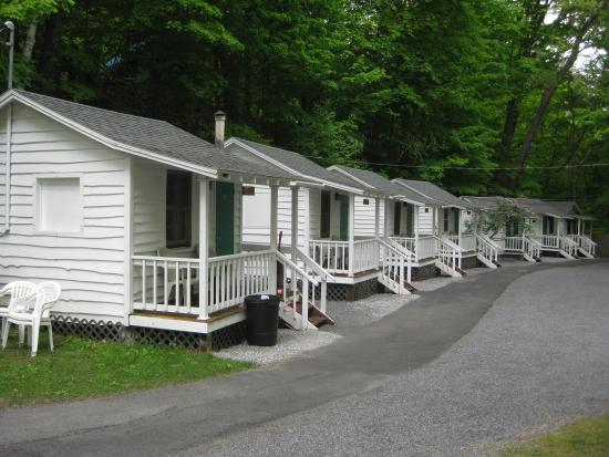 Brookside Motel: Cabins In The Back
