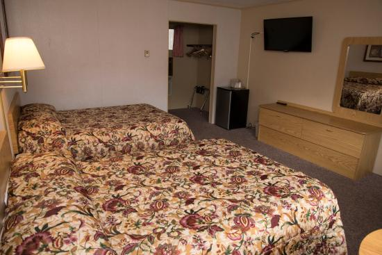 Brookside Motel: Standard 2 Double Beds
