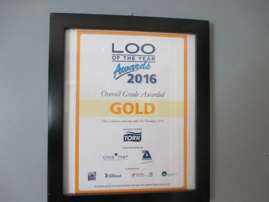 Portscatho, UK: I award the Hidden Hut toilets with a well deserved Gold Award