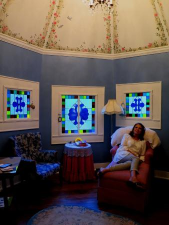Jefferson, TX: Relaxing evenings in the Bluebird bedchamber. Benefield House B&B