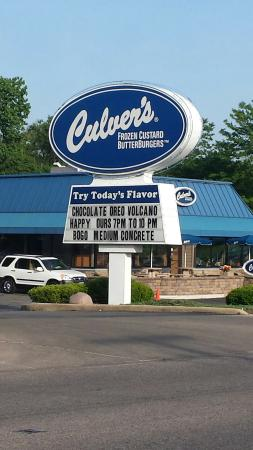 North Aurora, IL: Happy hours is spelled like this. Someone needs to go back to school.