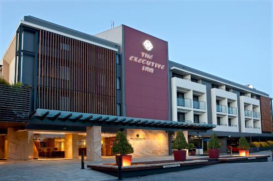 The Executive Inn: Hotel Entry