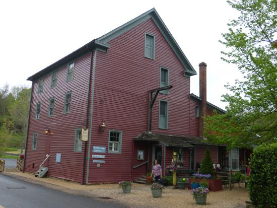 Warm Springs, VA: The Waterwheel Restaurant at the Inn at Gristmill Square