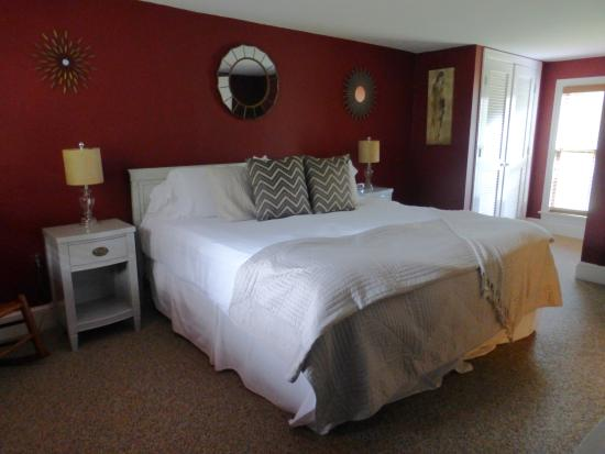 Inn at Gristmill Square: Our Bedroom