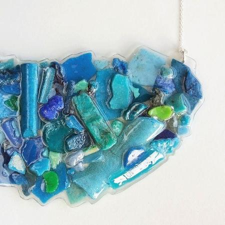 St. George, Islas Bermudas: Trash into treasures, we upcycle everything we can! Beach plastics jewelry in every color imagin