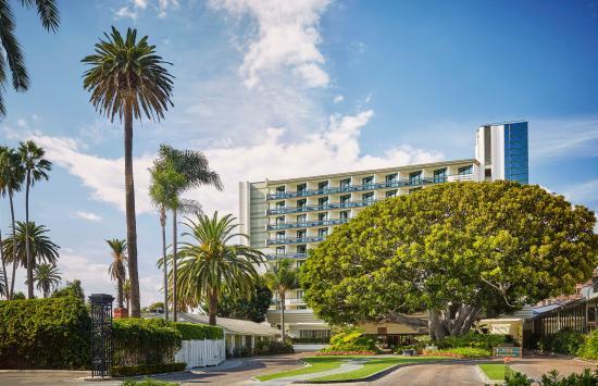 Fairmont Miramar Hotel & Bungalows: Front Drive