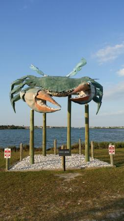 Rockport Beach: Giant Crab statue