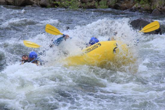 Coloma, Καλιφόρνια: Tearing through the rapids!