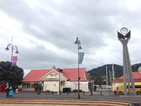 Whangarei, نيوزيلندا: the gate of clock museum