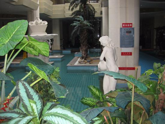 Tourism Group Hot Spring Hoildau Hotel: First pool that you see.