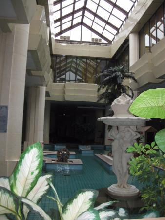 Tourism Group Hot Spring Hoildau Hotel: This is the first main area you enter.
