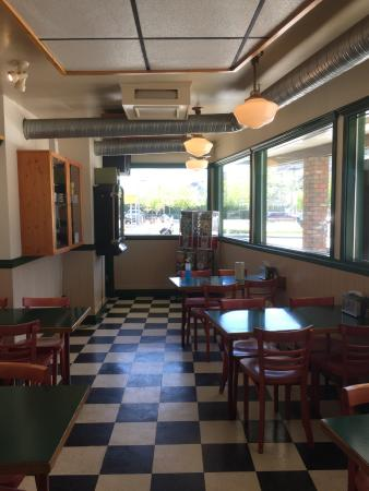 Hungry Herbie's Drive In : Interior