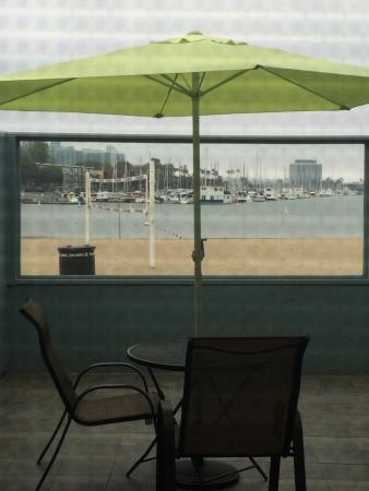 Foghorn Harbor Inn Hotel: Beach patio!
