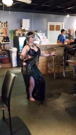 Bernalillo, Nuevo Mexico: Belly Dancer with really sharp knife on her head