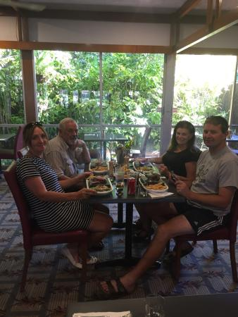 Hotel Kununurra: We cooked our own steak to our liking on a VERY hot stone. Make sure your chips don't touch the