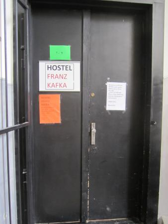 Franz Kafka: ホステル入口ドア