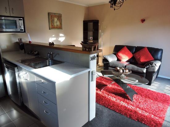Whanganui, Νέα Ζηλανδία: Full size kitchen and lounge