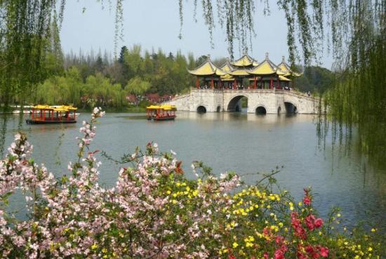 Yangzhou, Kina: Five Pavilion Bridge