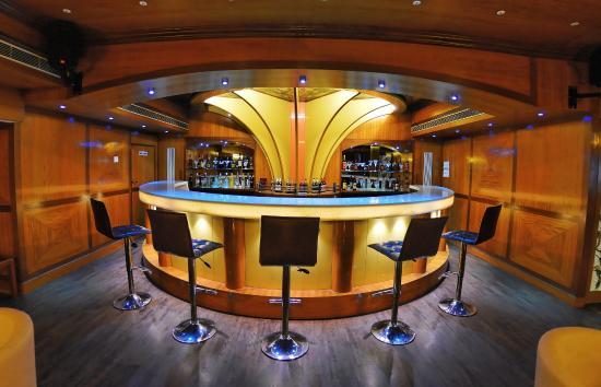 Metro Grand Hotel: Bar1