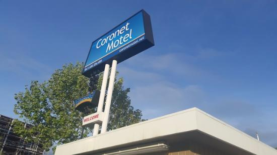 Coronet Motel: You can't miss the sign!