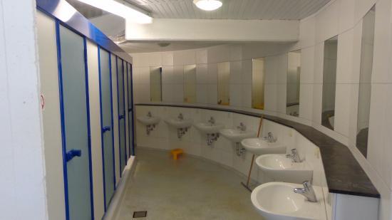 Troisvierges, Luxembourg : Sauberes Sanitär auch für Behinderte.