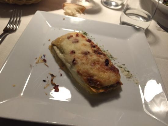 Lo Sfusato: Ottima cena! Panzerotti fritti, lasagne bianche carciofi e pancetta, spaghetti di zucchine e per