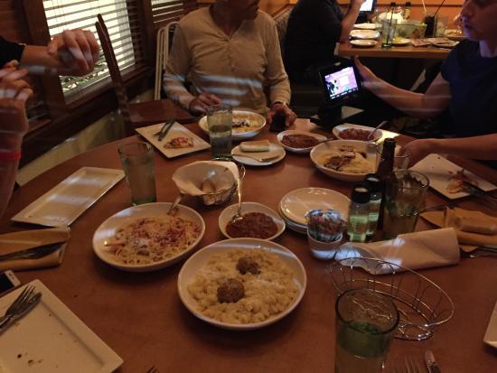 Olive Garden: Toda la comida que pedimos a medias. Los flatbreads ya estaban liquidados y nos quedaba aún la p