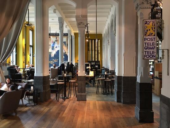 Leeuwarden, The Netherlands: Restaurant en ontbijtruimte
