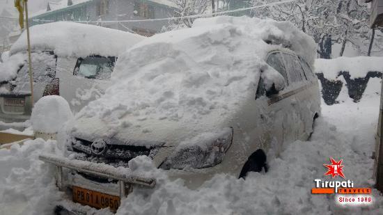Ambala, Hindistan: Enjoy the Thrilling Snow Bond Uttrakhand with Tirupati Travels!