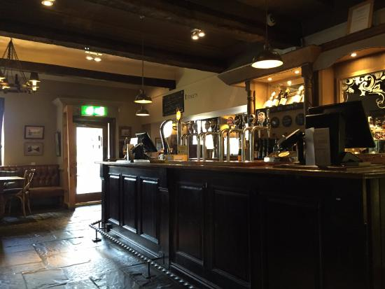 Portbury, UK: The bar - a bit empty but it was just before noon and we were the first ones there