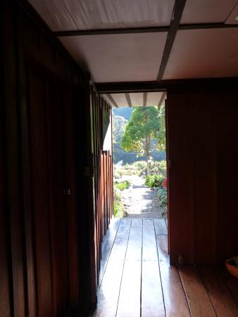 San Gerardo de Dota, Costa Rica: à partir de l'accueil, vue sur le jardin et l'entrée