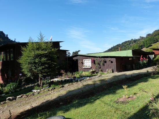 San Gerardo de Dota, Costa Rica: vue de l'hôtel du parking