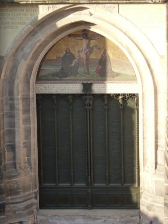 Hotel Alte Canzley: Direkte Sicht auf die Tür der Schlosskirche mit Luthers Thesen