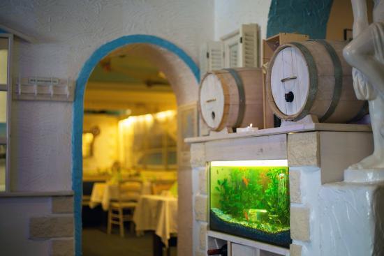 Restaurant Rhodos bei Savvas: Blick in den Speiseraum