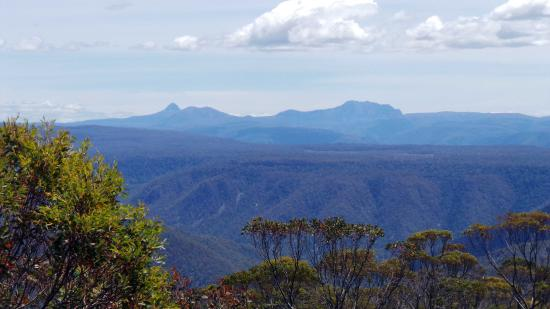 Mayberry, Australia: Closer view of Cradle Mountain from Fisher River Lookout en route to Devil's Gullet.