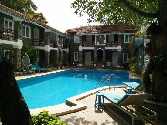 Anjuna, อินเดีย: Main entrance, Reception, swimming pool and a peep inside