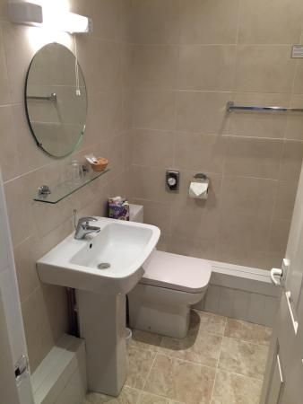 BEST WESTERN Parkmore Hotel: Photos of our lovely bathroom in room 111, a fantastic upgrade since our last stay.