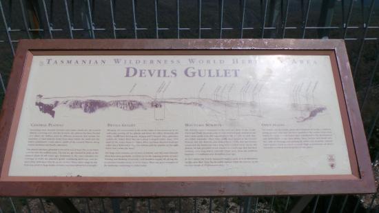 Mayberry, Australia: Devil's Gullet.